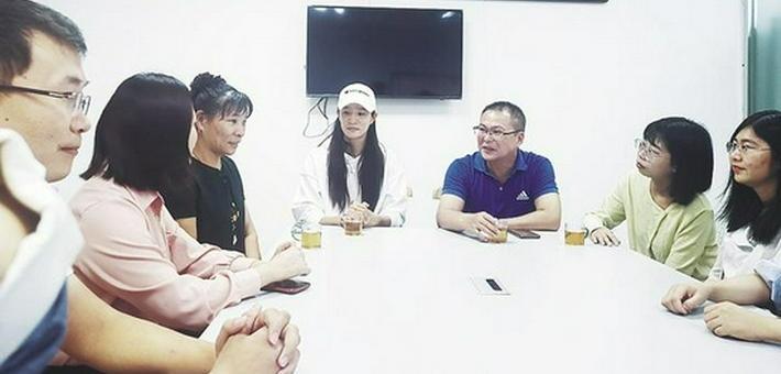 奥运冠军卢云秀回古雷啦!