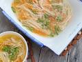 素食养生:金针菇胡萝卜汤