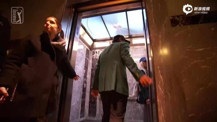 瑞德身穿绿夹克登帝国大厦 小胖恐高吓到出汗