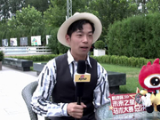 Vincent Wu高级手工帽饰设计师接受新浪马术采访