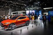 宝马展台放大招 全新X2、5系等新车被车展观众围观