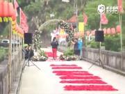 视频:吴敏霞喜极而泣接受男友求婚 双方父母到场见证