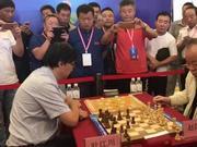 """视频-叶江川与赵国荣双棋赛 象棋冠军""""王车移位"""""""