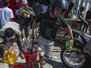 印尼强震致食物短缺:居民打劫超市 疯抢饼干手纸