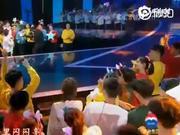 视频:杨紫吴磊元旦晚会合唱《小梦想大梦想》 两童星同台超养眼