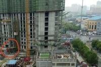 衡水翡翠华庭事故:施工电梯限载9人 事故却死了11人