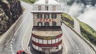 瑞士富尔卡山口半山腰上的一个小旅馆
