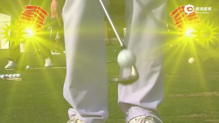窦泽成身穿红火唐装 玩花式高尔夫另类拜年