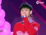 视频:江苏卫视春晚 汪苏泷甜蜜献唱《爱》