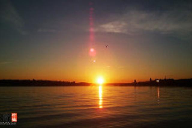 海风吹拂英格兰 泰恩河口看日落
