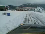 雅西高速遭遇通车以来最强降雪 交通大动脉中断