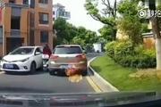 女司机无论是开车还是骑电动车,都是那么的霸气!车轮上的中国 (使用 秒拍...