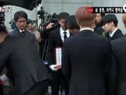 视频:金钟铉葬礼仪式举行 SHINee少时SJ送别