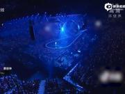 视频:蔡徐坤跨年三曲联唱 鲸鱼舞台梦幻