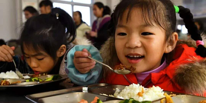 中小学幼儿园相关负责人将与学生共同开学典礼讲话稿小学生用餐图片