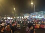 东莞新光明市场夜市国庆重开 人气仍然很旺
