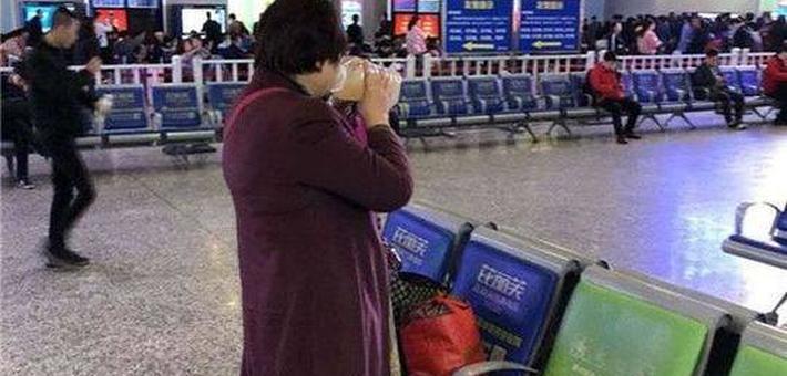 女子带5斤米酒乘高铁被拒