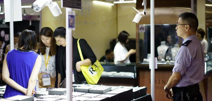 香港珠宝展价值15万美元红宝石被偷