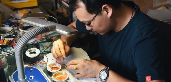 汕头瓶内画:小磨砂壶玩转大千世界