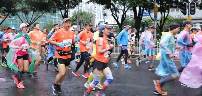 """""""史上最冷""""广州马拉松昨日开跑"""