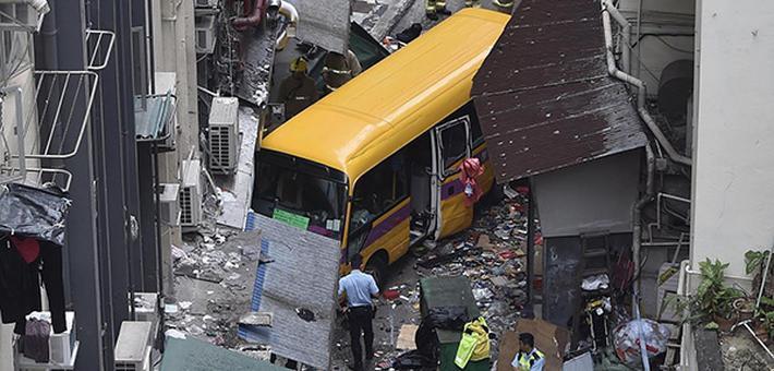 香港车祸死亡人数增至4人 疑司机未拉手刹