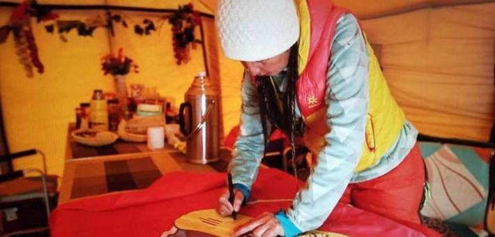 中国民间女子登山队登顶珠峰