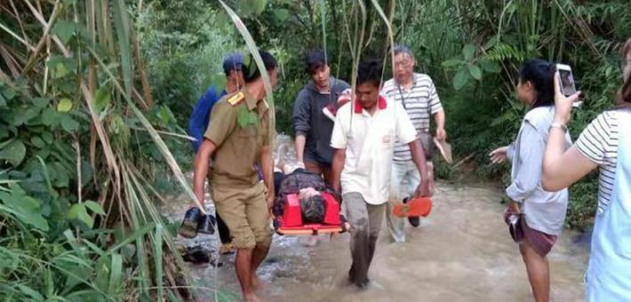 中国旅游团老挝遇严重车祸 8人死亡