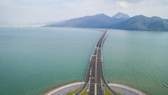 港珠澳大桥开通 将逐步放宽内地单牌私家车通行
