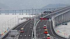 港珠澳大桥通车首日 澳门口岸出入境旅客逾1.2万人次