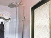 女子入住酒店洗澡时触电 索赔至少5万元