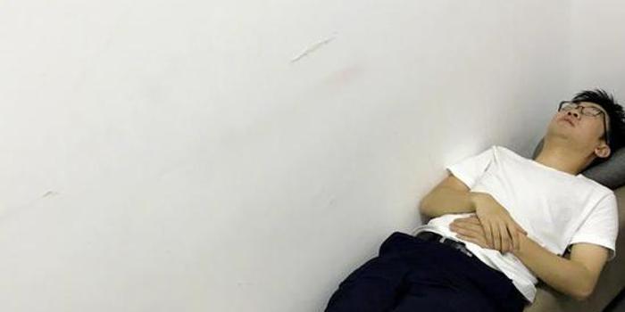 谢娜微博庆生为杨迪发文拆v图片睡化妆间图片微信五一大全表情表情图片