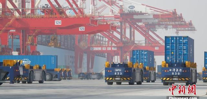 全球最大自动化码头试运营