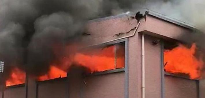石排工厂突发大火 现场火势猛烈