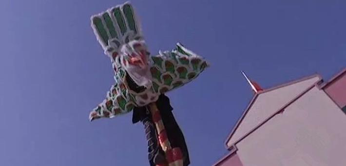 舞鹰雄表演者8米高空360°旋转