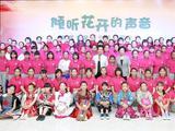 彭丽媛勉励春蕾女童努力学习