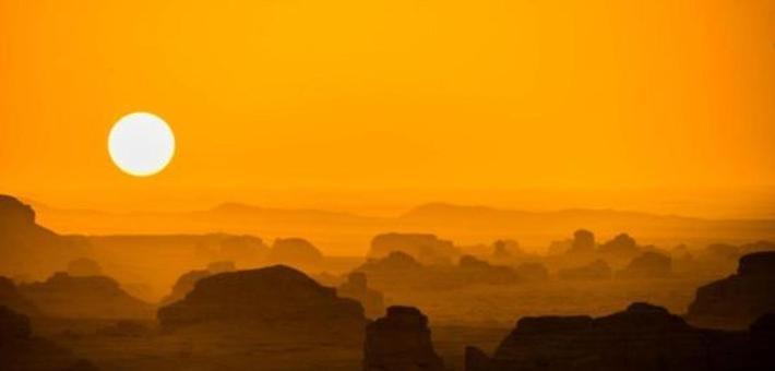 敦煌大漠昼夜交替勾勒丝路古道美景