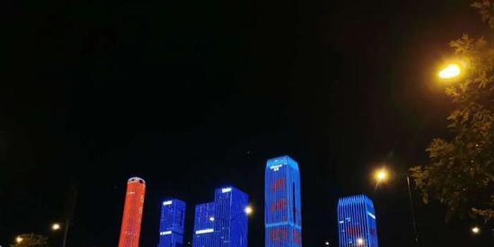 """感恩节!南宁大都市""""地标""""为教师点亮"""