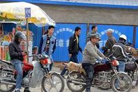 桂林:摩的逆行被交警拦下 车上乘客竟咬伤协警
