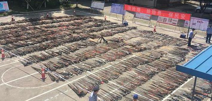 震撼!柳州警方集中销毁上万支非法枪支