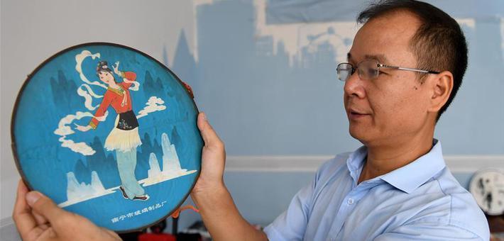 谢中国:做刘三姐文化的传承人