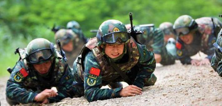 """南宁武警野外训练 锻造""""反恐利刃"""""""