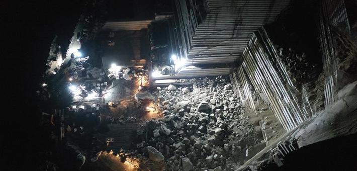 广西岑溪市一矿山发生塌方