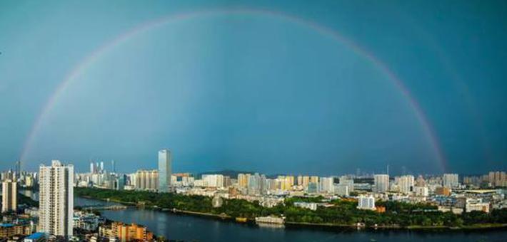 南宁:雨后彩虹刷屏