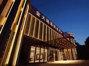 南宁一江边烂尾楼改造成江景餐厅