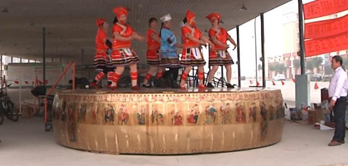 横县:纯手工打造2吨大铜鼓