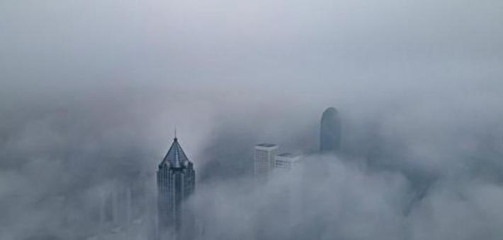 浓雾笼罩 海口宛如天空之城