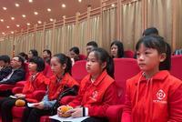 """小记者走进海南""""两会""""与政协委员代表""""过招""""民生问题"""