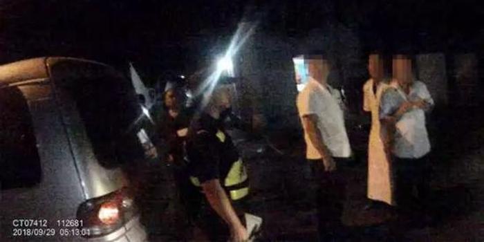 视频自称龙哥拿刀追的哥被200斤绳子5秒拿警察男子机图片