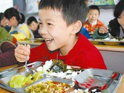 海南去年实现国定贫困市县义务教育学生营养餐全覆盖
