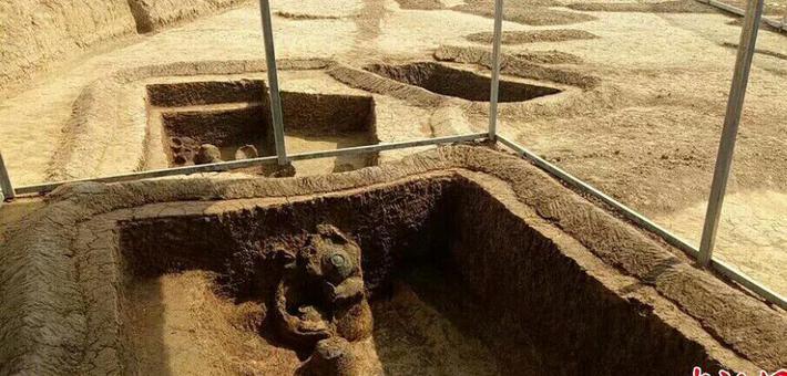 湖北荆门发掘大型新石器时代墓葬群